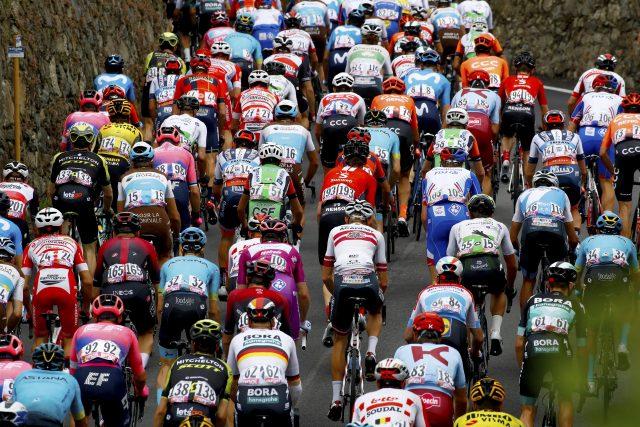 Giro d'Italia 2019 peloton
