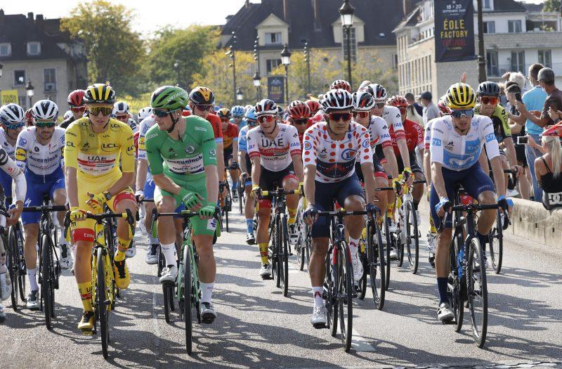 Het peloton tijdens de Tour van 2020
