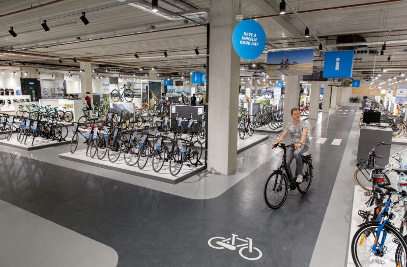 Mantel opent Superstore Rotterdam