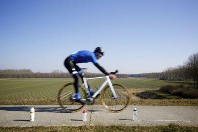 Hoe snel kun je je racefiets laten stoppen met schijfremmen?